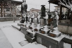 成就院六地蔵(雪)